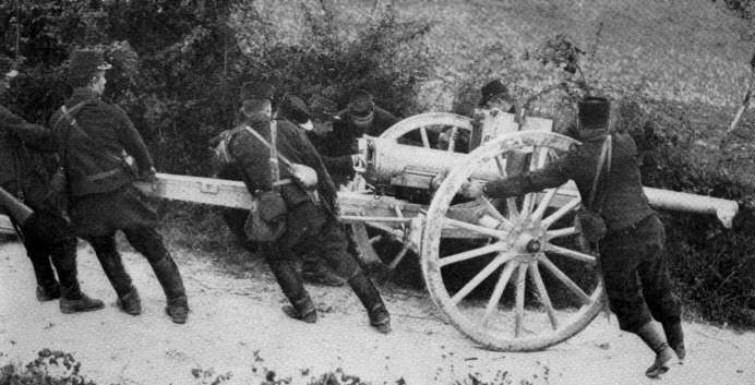 French gun crew manhandle a 75mm